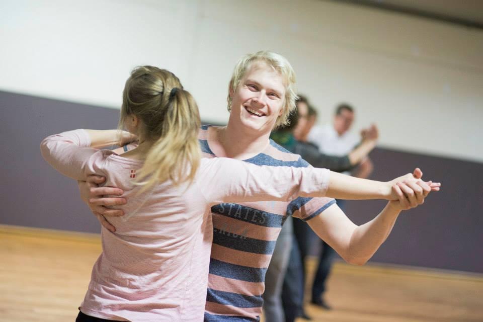 Bliv mærket med 'dans-i-livet' hos danseskolen Radich & Holde!